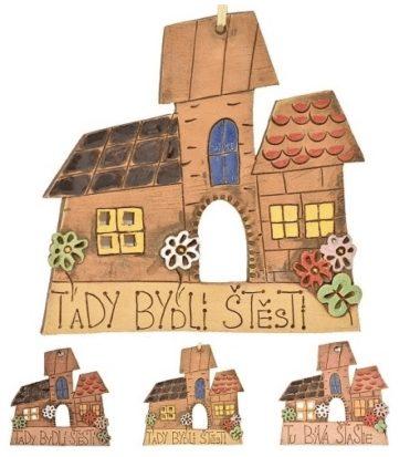 """Ručně vyrobená keramická cedulka """"TADY BYDLÍ ŠTĚSTÍ"""" na stěnu"""