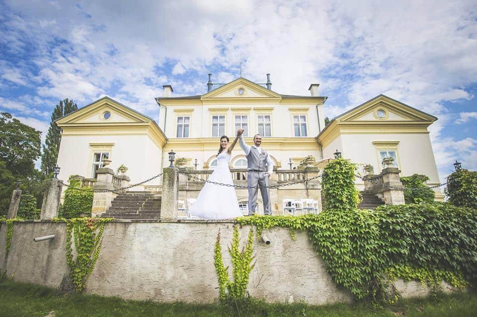 Zámek Dobřenice novomanželé