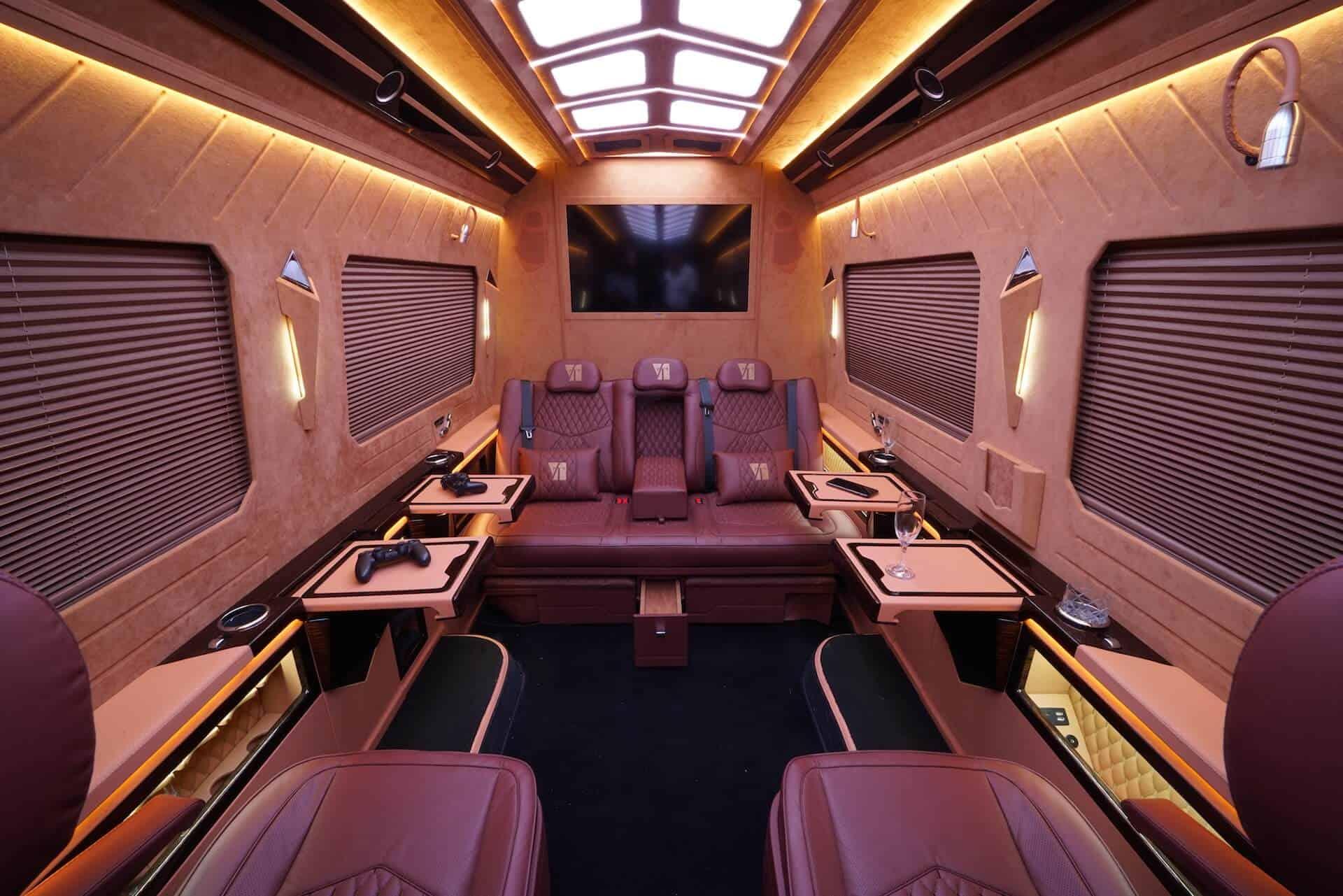Luxusní all-inclusive limuzína pro 7 osob interiér