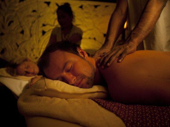 Bali masáž pro dva s horkou lázní - muž