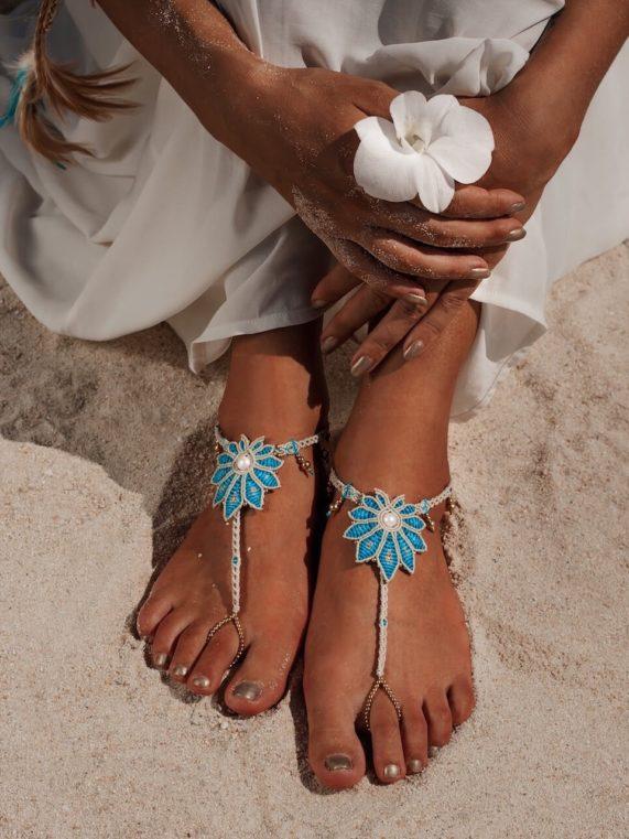 Nevěsta s ozdobou nohou ve stylu Boho