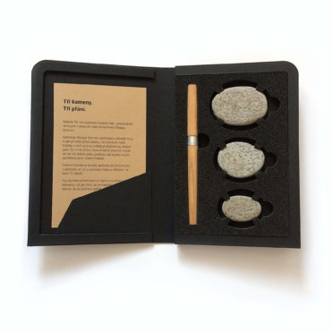 Skippy Stones - 3 přírodní oblázky v knize s nesmazatelnou fixou
