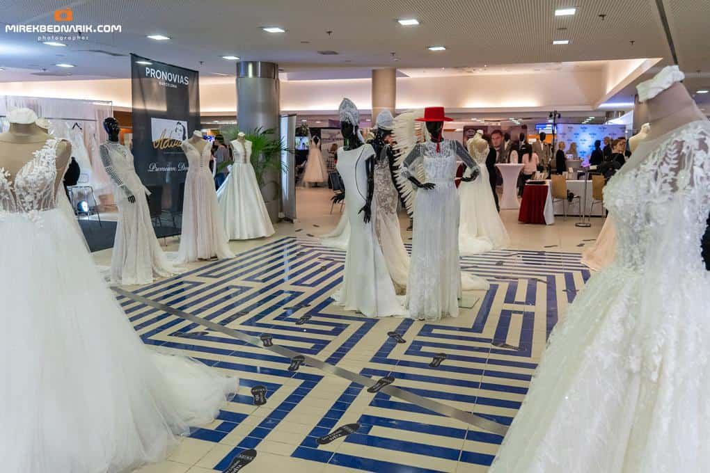 Svatební dny, šaty, ilustrační foto