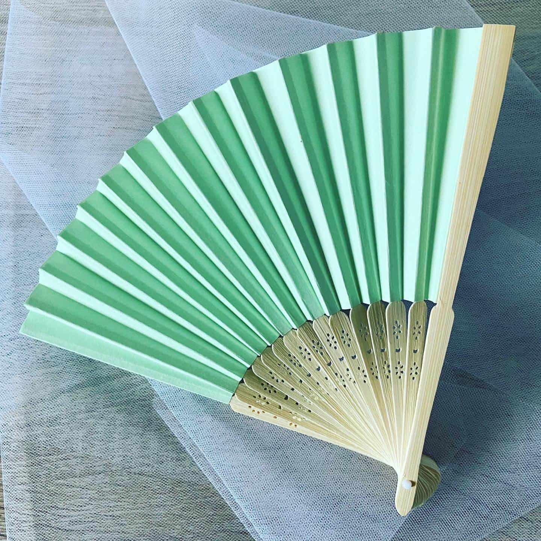 Originální a elegantní svatební vějíře s gravírováním, barva zelená