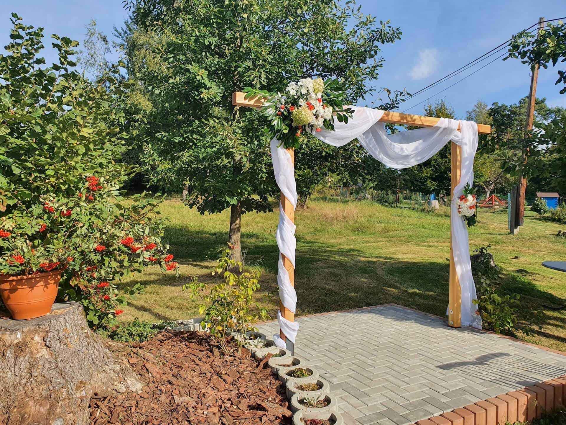 Penzion Slunečno - svatební slavobrána